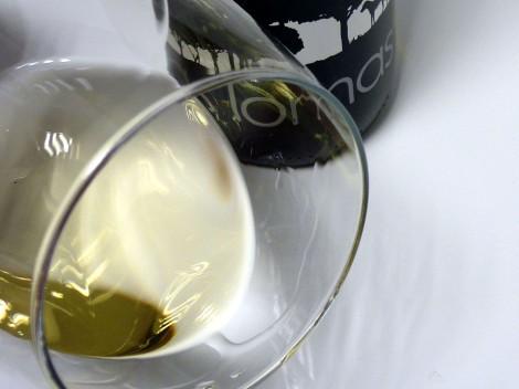 Detalle del vino Las Lomas Blanco 2014 en la copa.