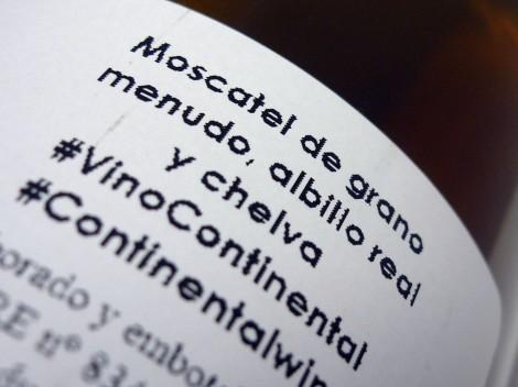 Detalle del etiquetado del vino Las Lomas Blanco 2014.