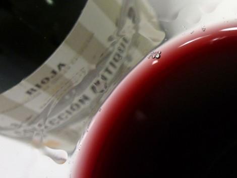 Detalle de la lágrima del vino Colección Antique Nº1.
