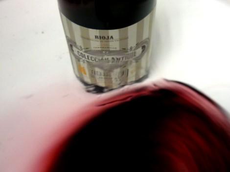Tonalidades de color del vino Colección Antique Nº1 al moverlo en la copa.