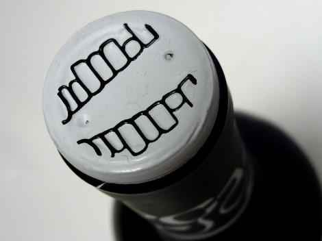 Detalle de la cápsula del vino Vegazar Tinto Roble.