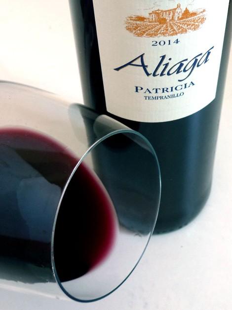 El ribete del vino en la copa.