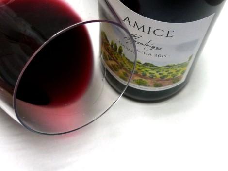 El ribete del vino Amice Masatrigos Garnacha en la copa.