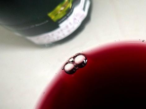 Detalle del color del vino.