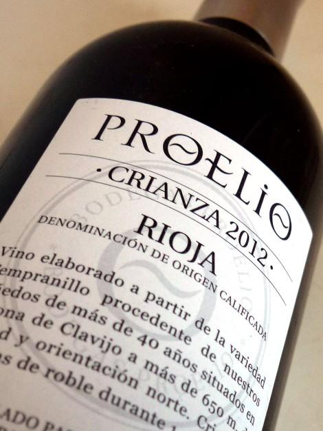Contra-etiqueta del vino Proelio Crianza 2012.