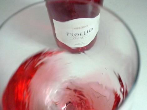 Tonalidades de color del vino Proelio Rosado Graciano.