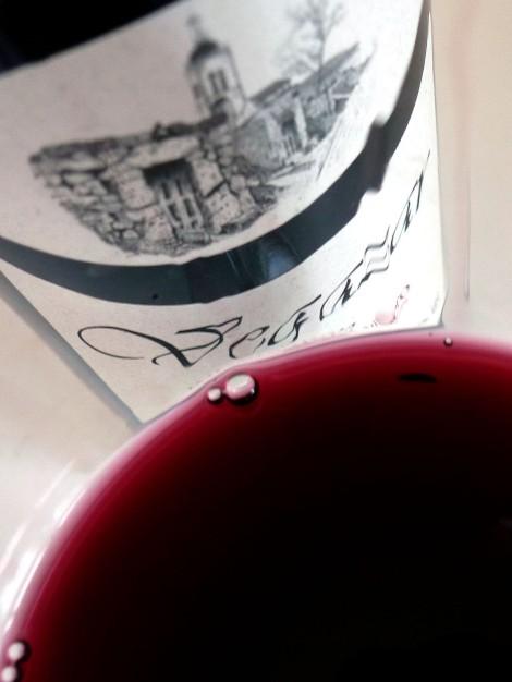 Detalle del vino Vegazar Tinto Joven 2015 en la copa.