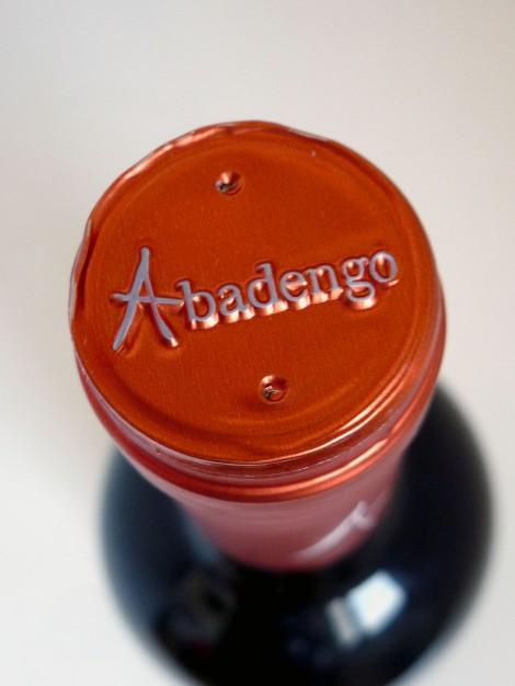 Detalle de la cápsula del vino Abadengo Reserva.