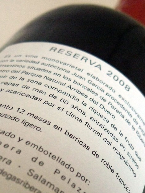 Contra-etiqueta del vino Abadengo Reserva.