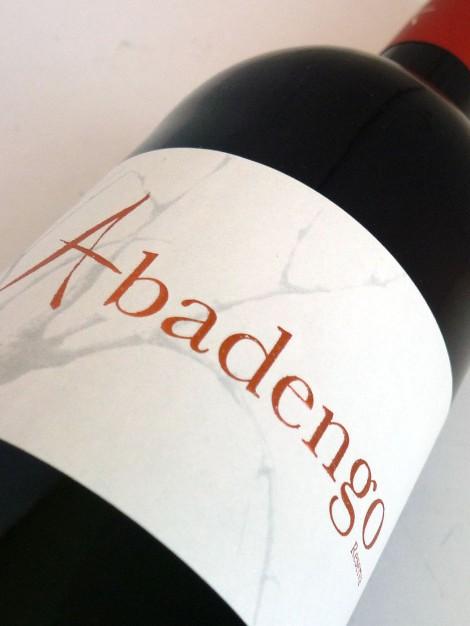 "La ""sobria"" etiqueta del vino Abadengo Reserva."