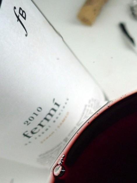 El color del vino en la copa.