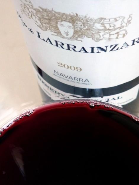 Detalle del color del vino Pago de Larrainzar Reserva Especail 2009.