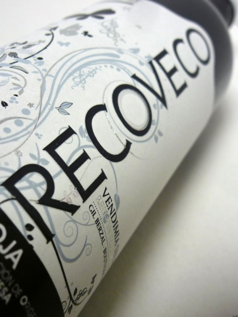 Etiquetado del vino Recoveco Vendimia Seleccionada.