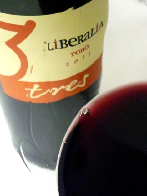 Detalle de la lágrima del vino Liberalia 3.