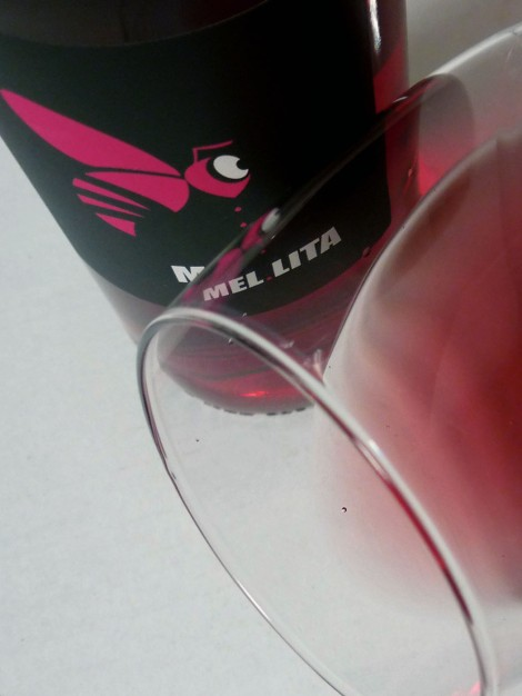 Detalle del ribete del vino en la copa.