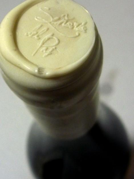 Detalle del lacre en la botella Señorío del Pas.