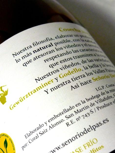 Detalle de la contra-etiqueta del vino Señorío del Pas.