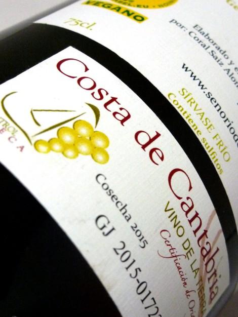 Sello de la I.G.P. V.T. Costa de Cantabria en la botella de Señorío del Pas.