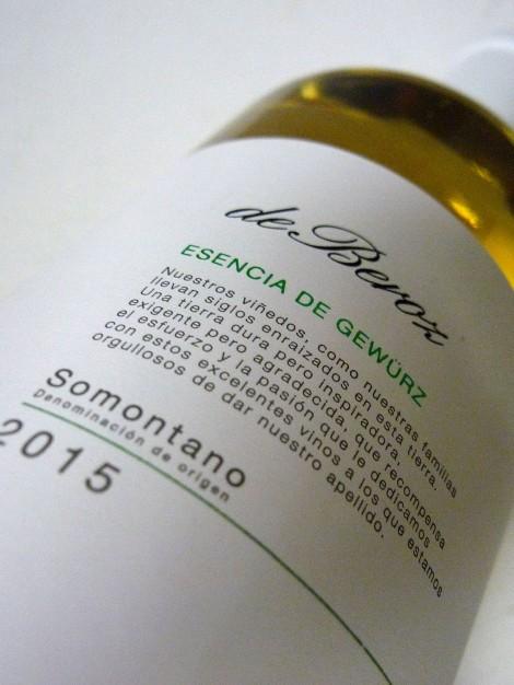 Detalle del etiquetado del vino De Beroz Esencia de Gewürz.
