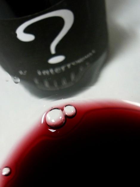 El color del vino L´Interrogant en la copa.