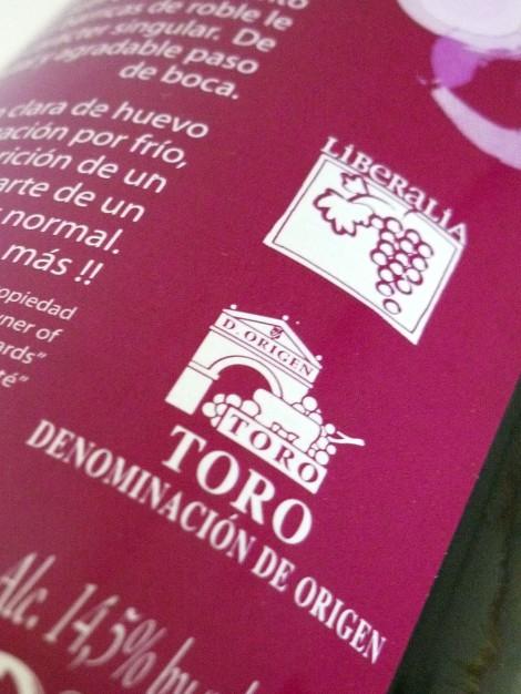 Detalle de la contra-etiqueta de la botella del vino Liberalia Dos.