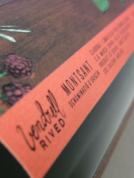 Detalle del etiquetado del vino Miloca Garnatxa.