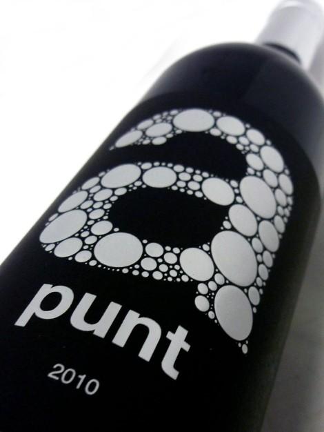 Etiqueta frontal del vino A Punt 2010 de Toni Gelabert.