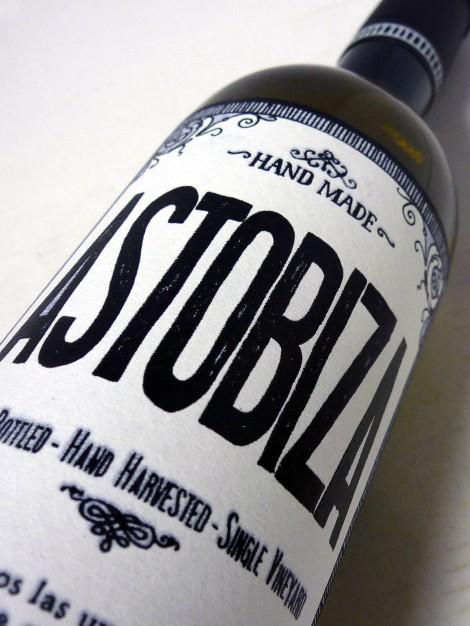 Etiquetado del vino Astobiza.