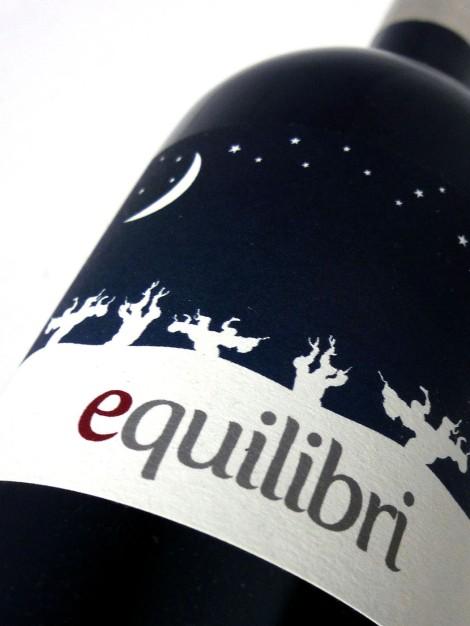 Etiquetado del vino Equilibri.
