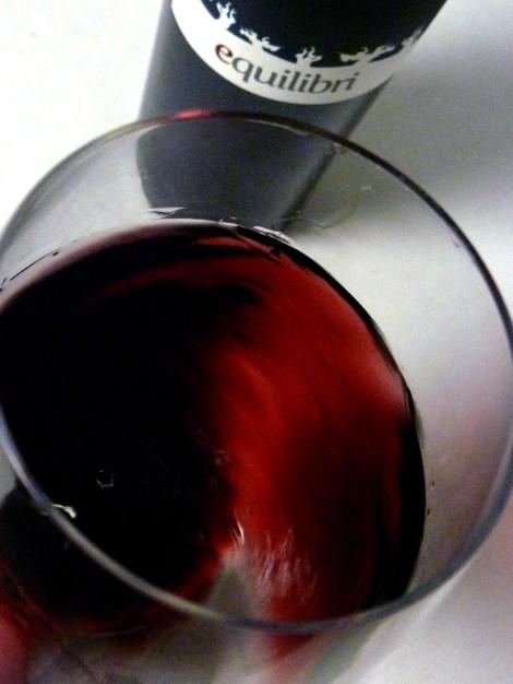 Oxigenando el vino en la copa.