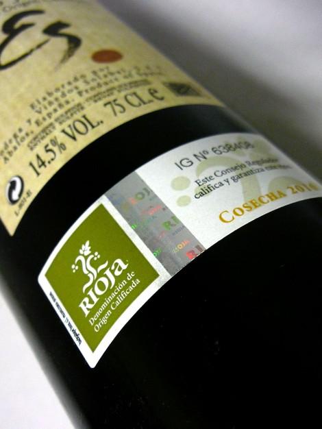 Sello de la D.O.Ca. Rioja en la botella de Esculle de Solabal.