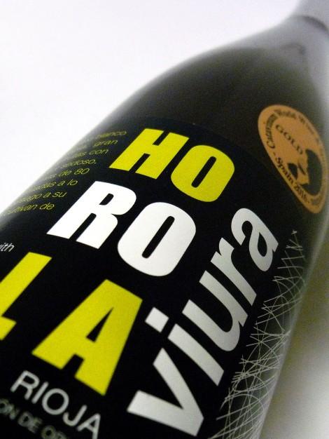 Etiquetado del vino Horola Viura.