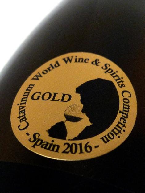 Medalla de oro del concurso Catavinum del 2016 en la botella de vino Horola Viura.