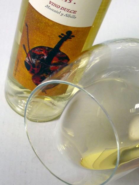 Detalle del vino Liberalia Uno en la copa.