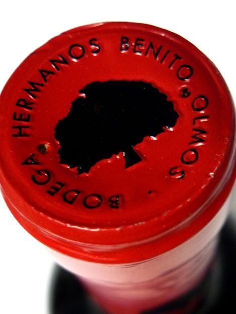La cápsula de la botella de Los Estares Roble.