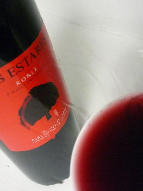 Detalle de la lágrima del vino Los Estares Roble.