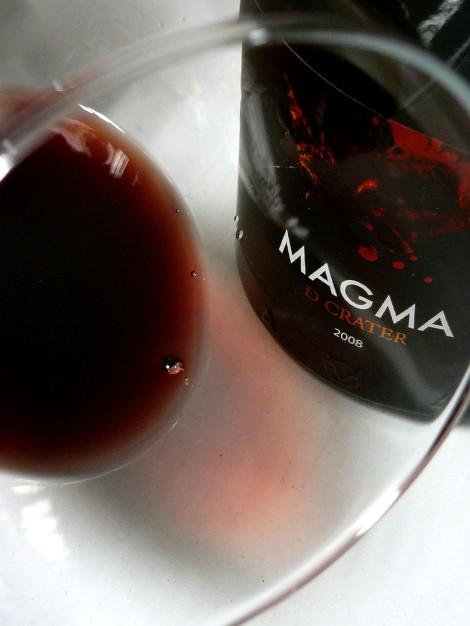 El vino Magma de Cráter en la copa.