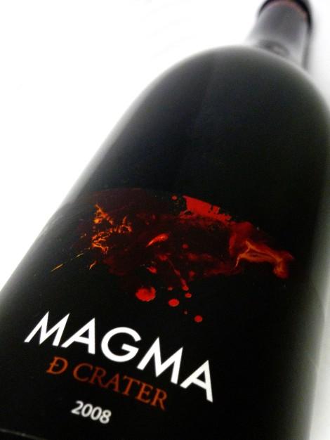 Etiquetado del vino Magma de Crater.