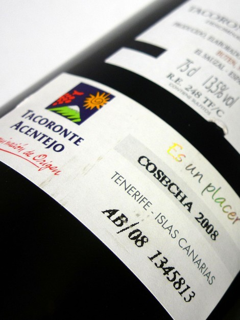 Detalle del sello de la D.O. Tacoronte Acentejo en la botella de Magma.