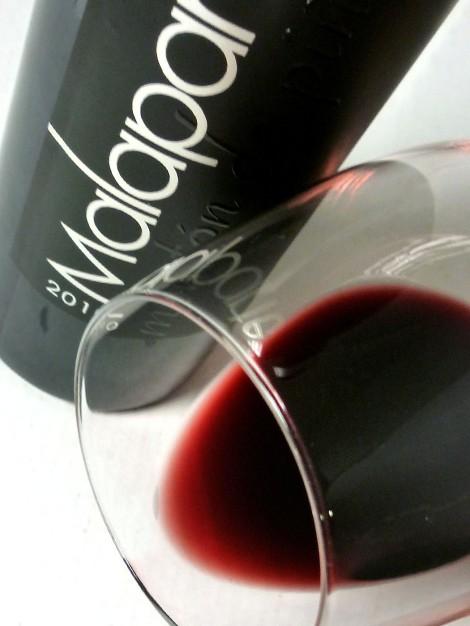 El ribete del vino Malaparte Montón de Piñas 2010.