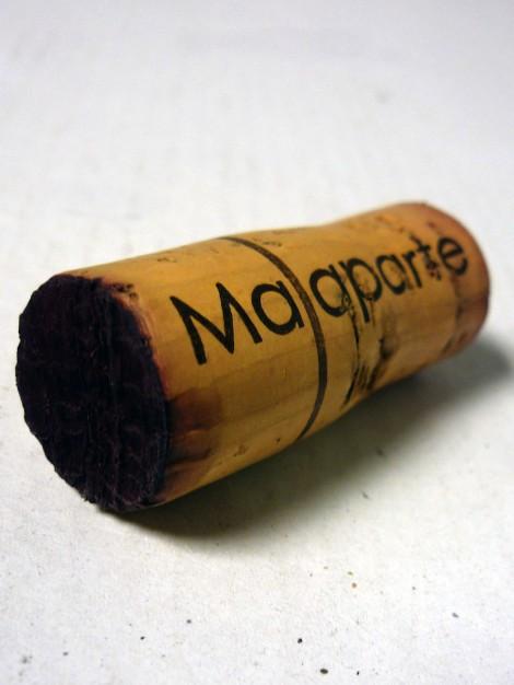 Detalle del tapón de corcho de Malaparte Montón de Piñas.