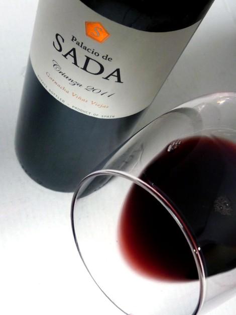 El ribete del vino Palacio de Sada Crianza 2011 en la copa.