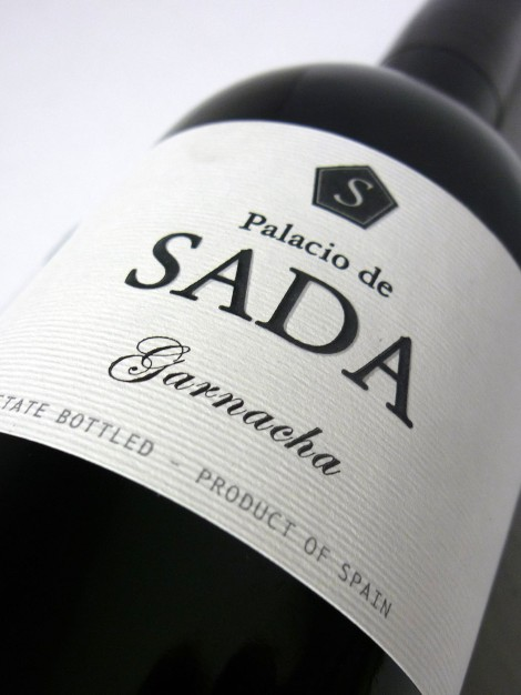 Etiquetado del vino Palacio de Sada Garnacha.