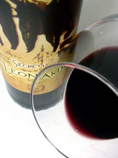 Secretum Leonardi Tinto mostrando su ribete en la copa.