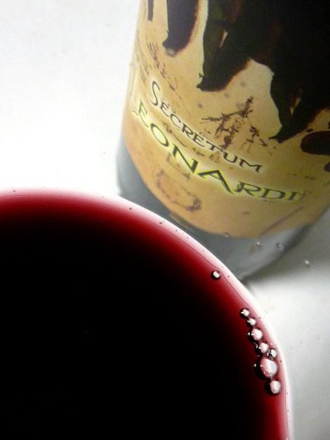 El color del vino Secretum Leonardi Tinto.