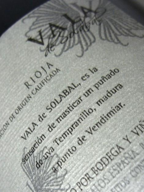 Detalle de la contra-etiqueta del vino Vala de Solabal.