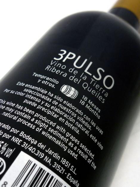 Detalle de la contraetiqueta del vino 3 Pulso.