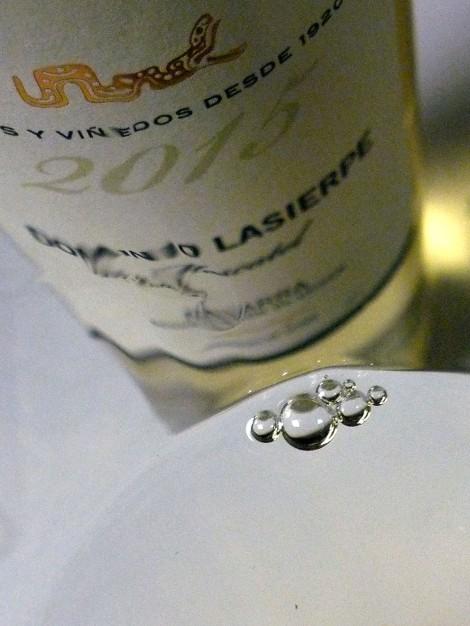 El vino Dominio Lasierpe Moscatel en la copa.