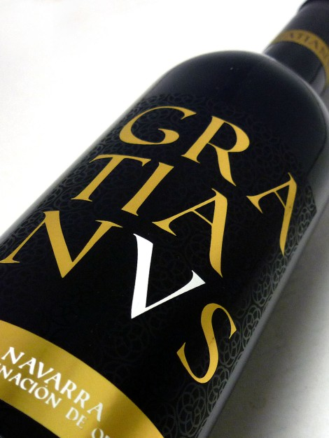 Etiquetado del vino Gratianus.
