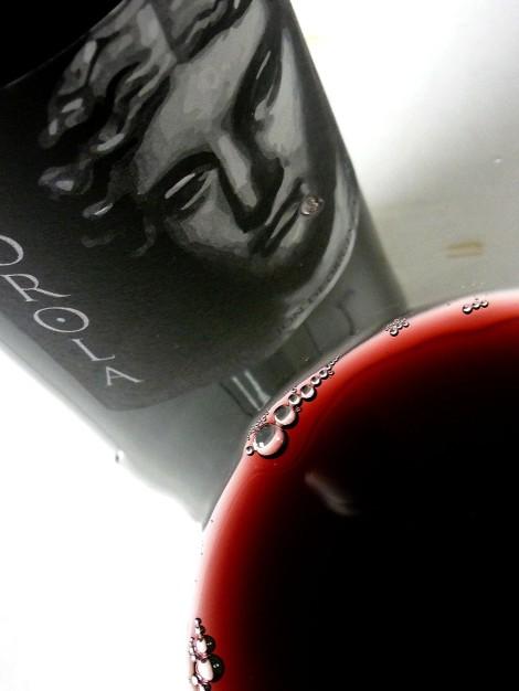 El color del vino Horola en la copa.